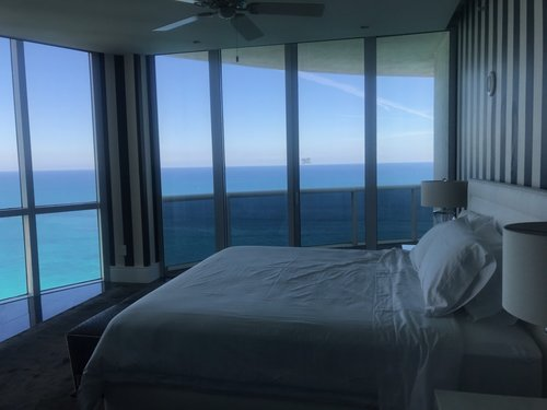 Room with view to the ocean